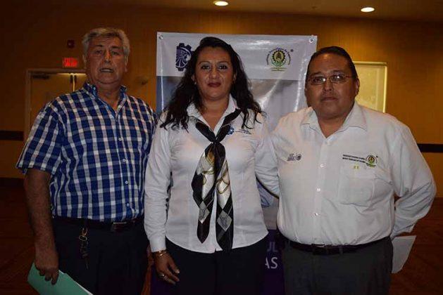 Los docentes: Roberto Cárdenas, Mónica Martínez, Martín Nájera, realizaron cuestionamientos al alumnado para conocer sus experiencias en el ámbito laboral.