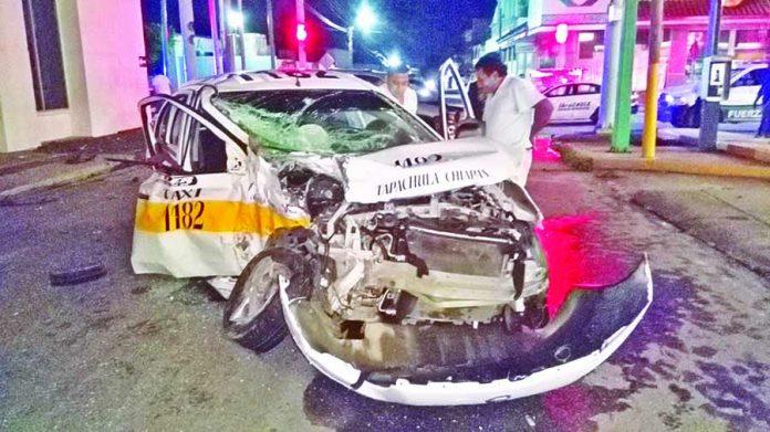 Un Taxista Lesionado y Dos Vehículos Reducidos a Chatarra