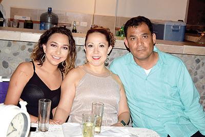 Destiny Salinas, Lorena, Enrique Cisneros.