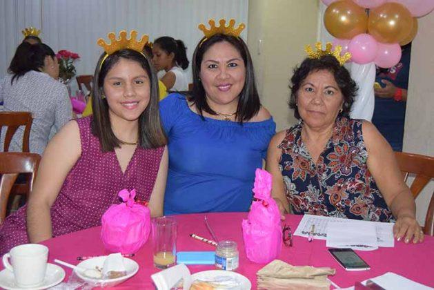 Abril, Mirtha Galeana, Sonia Mota.