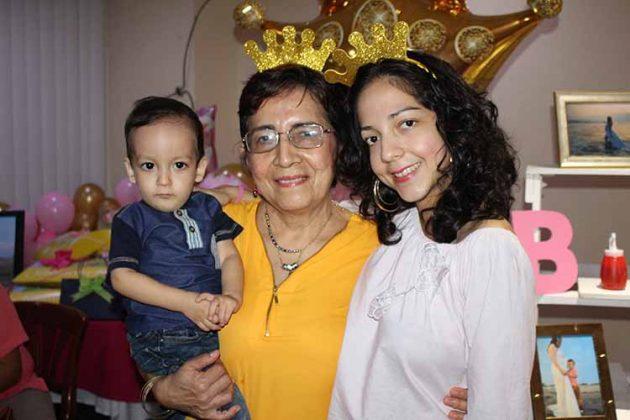 Rodrigo Isaac, Patricia Rojas, Mayela Ramos.