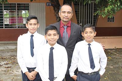 Josué López, José Mejía, Profesor Julio Moreno, Daniel Vázquez.