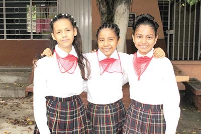 Claudia López, Yolanda Santiago, Milagros Salvador.