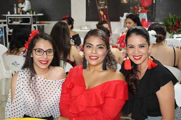 Laura Espinosa, Luz Oland, Alejandra Aruajo.