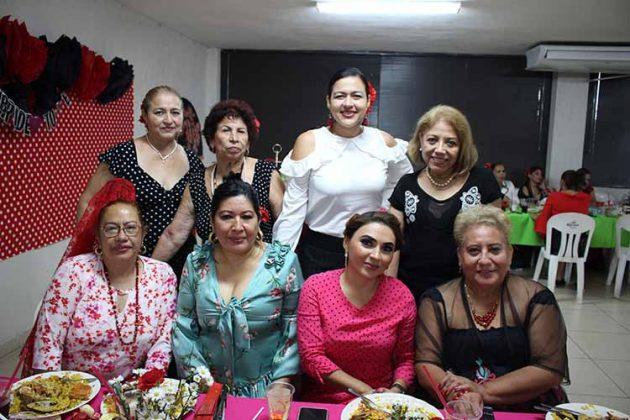 Julia Martínez, Elda Abundis, Marlene Álvarez, Julia Villagrán, Alejandra Pinot, Estrella Olivera, Isabel de Palmer, Yolanda de Palmer.