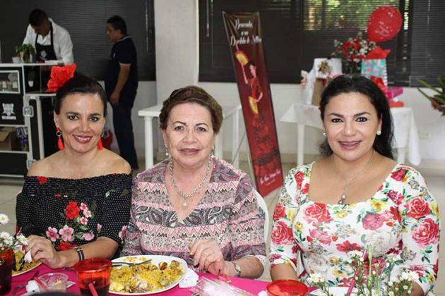 Maru Cruz Toledo, Carmelita Zebadúa, Alejandra Cruz Toledo.
