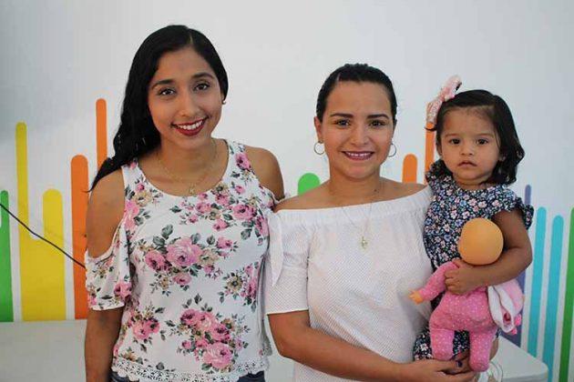 Karime Feliciano, Viviana Guillén, Diana López.
