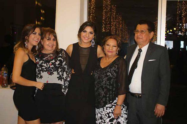 Valeria Aguirre, Yolanda Casanova, Lorena Aguirre, Malena de Cancino, Ramón Cancino.