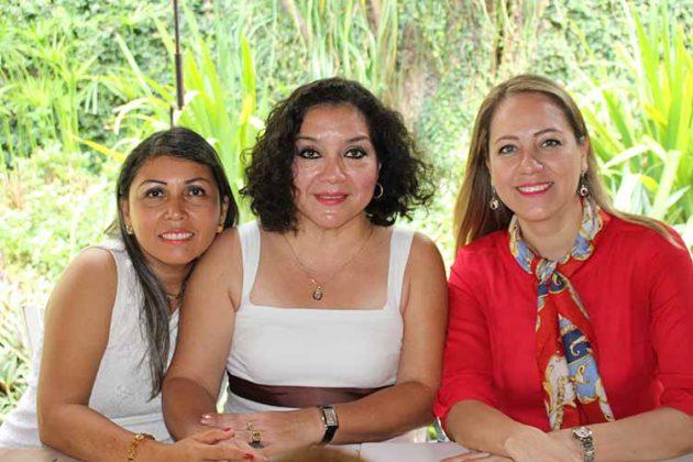 Gladys Trujillo, Rebeca Coutiño, Marisol Cajica.