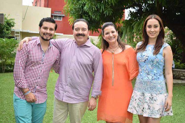 José Roberto, José, Dora, Arantxa Villalobos.