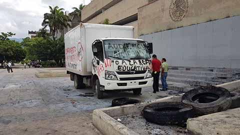 Estudiantes de la Normal Mactumatzá Vandalizan en la Capital del Estado