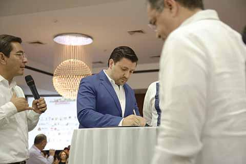 Fernando Castellanos Suscribe Compromisos