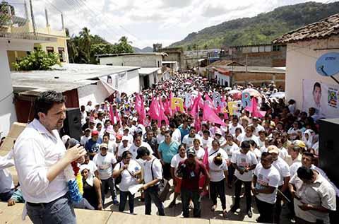 La Fuerza del Estado Está en los Auténticos Chiapanecos: Fernando Castellanos