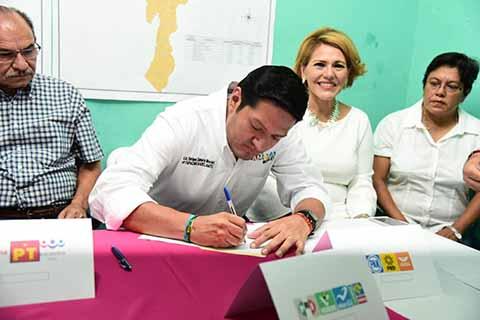 Con la Firma del Pacto de Civilidad ante el IEPC, el candidato por los partidos PRI, PVEM, PANAL y Chiapas Unido a la presidencia de Tapachula, se pronunció por el desarrollo de unas elecciones democráticas y equitativas.