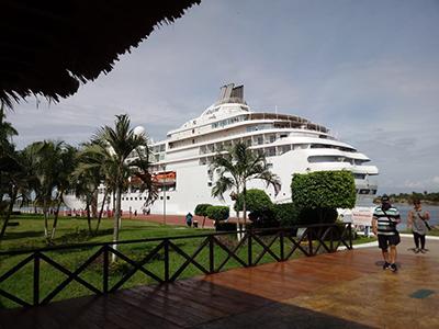 Con el arribo del crucero Seven Seas Navigator con 469 pasajeros y 364 tripulantes, los turistas continúan conociendo los destinos más atractivos del Soconusco.