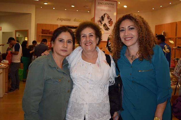Claudia de Lozada, Clarita de Domínguez, Xóchitl de Ibarra.