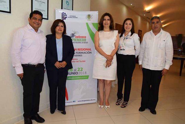 Carlos Díaz, presidente del Consejo de Vinculación del ITT; Juanita Cruz, subdirectora de Planeación; Rosa Aide Domínguez; directora del ITT; Ana Salazar, Artemio Enríquez, subdirector Académico.