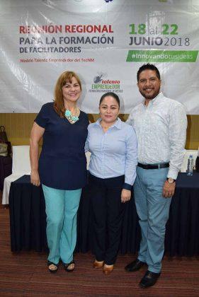 Rosaura Pineda, Nancy Tass, Carlos Cholico, ponentes.