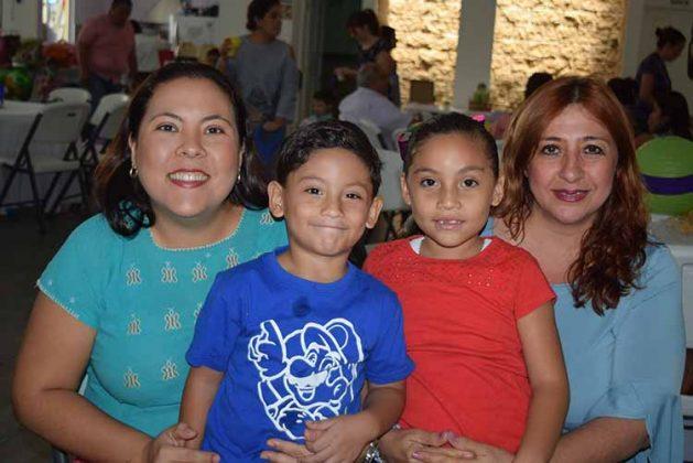 Bere Choy, Camilo Cárdenas, Sara Cárdenas, Heidi de Gutiérrez.