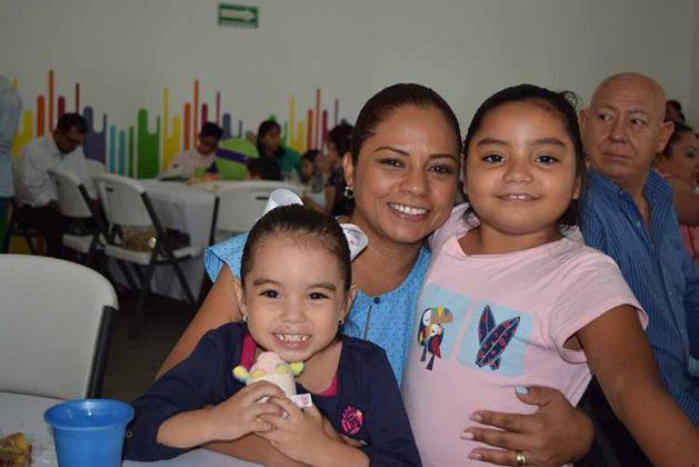 Stephanie, Lupita, Michelle Nagaya.