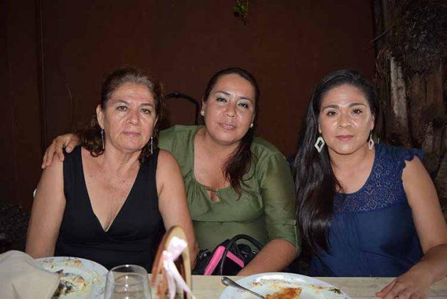 Francisca, Yuliana, Berenice Lara.