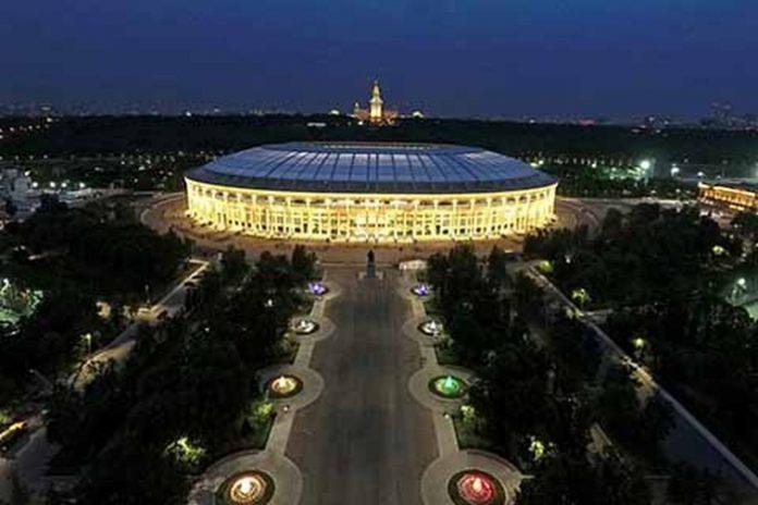 La mitad del estadio Luzhniki que alberga a 81,500 aficionados, fue literalmente abarrotado por mexicanos para ver debutar al TRI, donde derrotó al cuatro veces mundialista Alemania por 1-0.