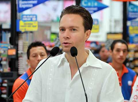 En el marco de la reunión con el Consejo Político Nacional, el Partido Verde Ecologista de México postuló a Manuel Velasco Coello en la lista de candidatos al Senado de la República por la vía plurinominal.