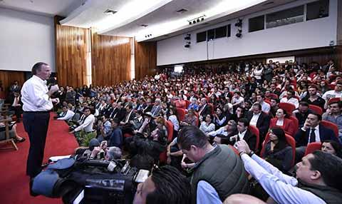 Meade con Universitarios de la Anáhuac