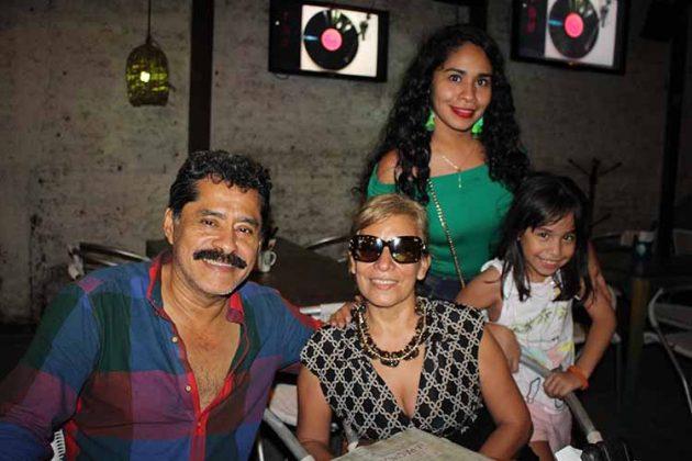 Colber Rosales, Carmelita de Rosales, Sol Rosales, Valentina Ramírez.