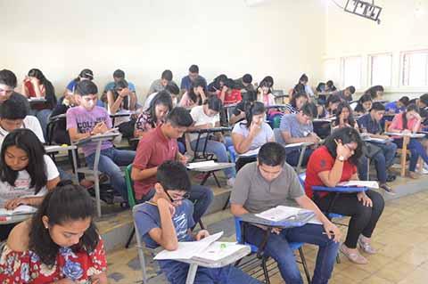 Examinan a 4 Mil 500 Estudiantes en Preparatorias del Soconusco