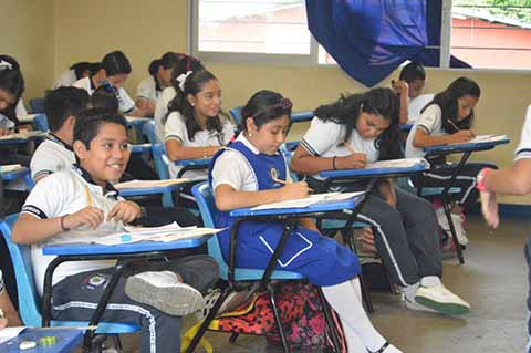Sin Incidentes, Alumnos Presentan Examen Para el Nivel Secundaria