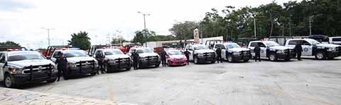 Empresarios tapachultecos atestiguaron la entrega de recursos en el rubro de seguridad pública para beneficio de los ciudadanos, que permite contar con más unidades para que los guardianes del orden desempeñen con mayor eficacia las tareas preventivas.