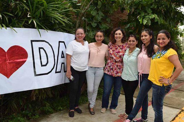 Brenda Estrada, Fany Parada, Clarissa Becerril, Alejandro Ortiz, Ariany Garcúa, Elizabeth Figueroa.