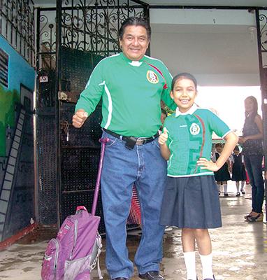 Jorge Vázquez, Mia Conchita Vázquez.