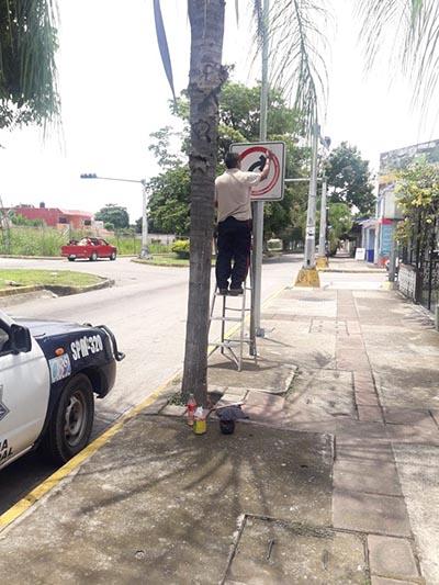 Inician Reparación de Alrededor de más 70 Señalamientos Viales en Tapachula