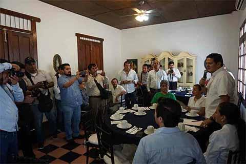Programa anticorrupción, reubicación de comercio informal, plataforma ciudadana, además de la creación de una Secretaría para la Zona Económica Especial de Puerto Chiapas.