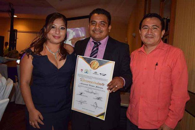 Beatriz Flores, Emmanuel Vázquez, Donny López.