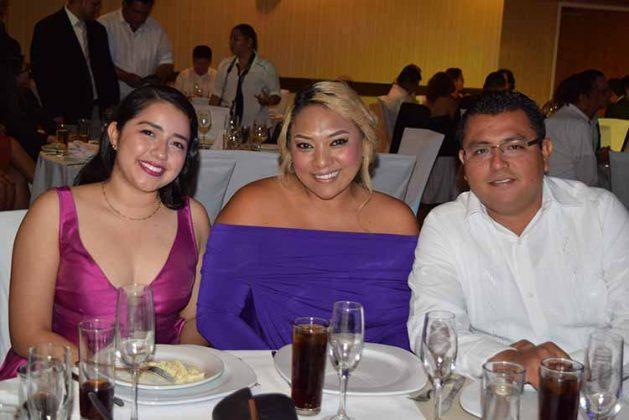 Sofía Keller, Yatz Mejía, Oscar González.