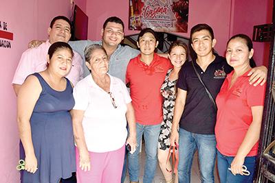 Emmanuel Nivón, Antonio Alvarado, Lupita Hernández, Paul Muñoz, Rosario Salvador, Adi Reyna, Efraín Moreno, Carolina Hernández.