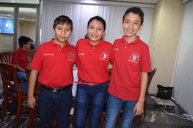 Gustavo Gálvez, Ana Karen Zacarías, Jonathan González.