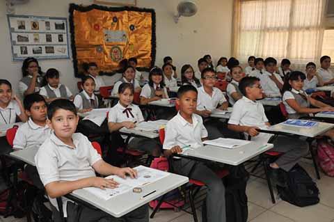La Secretaría de Educación Pública (SEP) informó que de los 25.6 millones de estudiantes, 5 millones 11 mil alumnos están en el nivel preescolar; 14 millones 32 mil en educación primaria, y seis millones 565 mil, en educación secundaria, mismos que culminaron el ciclo escolar 2017-2018.