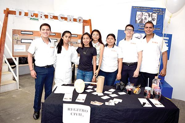 Octavio Armenta, Wendy Gutíerrez, Anilu Miguel, Magdeli Aguilar, Guadalupe Rodas, Ari Lazos, Alexis Herrera.