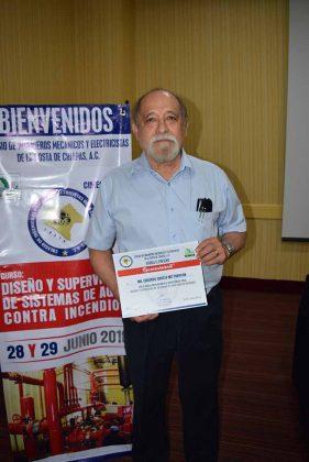 Eduardo García Mc Pherson, instructor del curso.