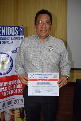 René Simón Ortega, presidente del Colegio de Ingenieros Mecánicos Electricistas de la Costa de Chiapas.