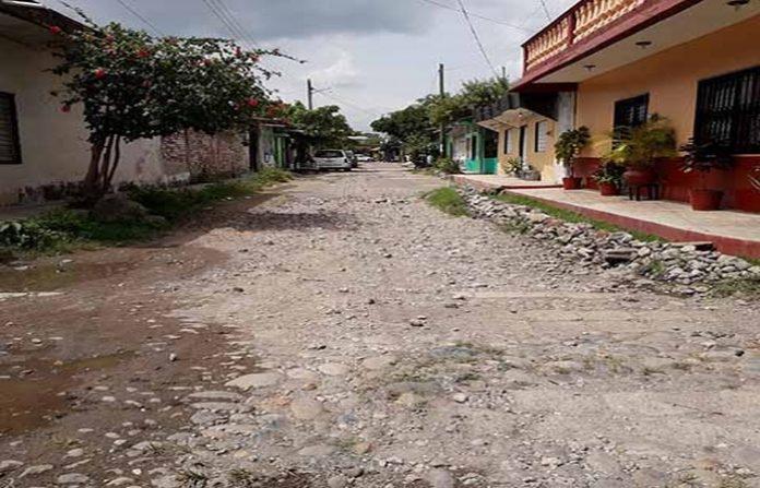 Deja Neftalí Del Toro Calles Destrozadas y Comunidades en Completo Abandono