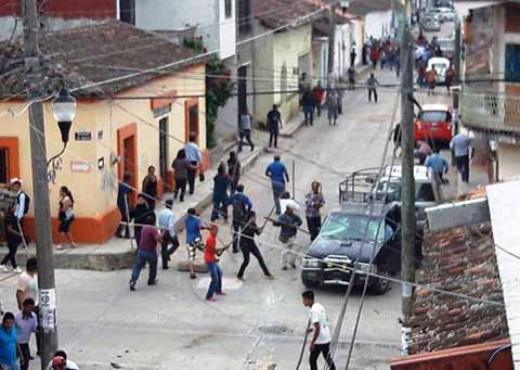 Dos Muertos y Varios Heridos en Batalla Campal por Pugna Electoral en Ocozocuatla