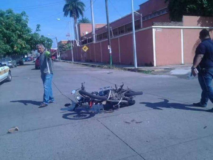 Dos Motociclistas Heridos en Accidente Automovilístico