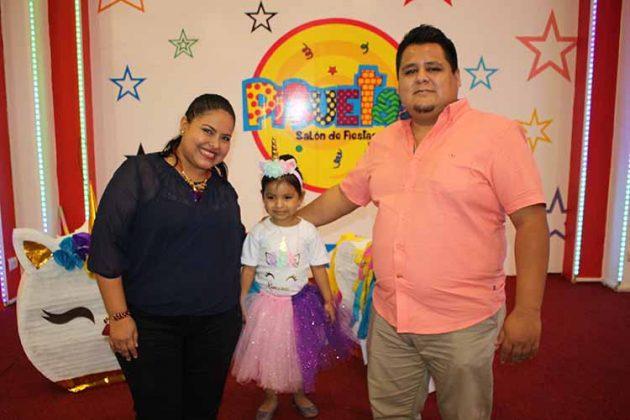 Nancy Díaz, Ximena, Carlos López.