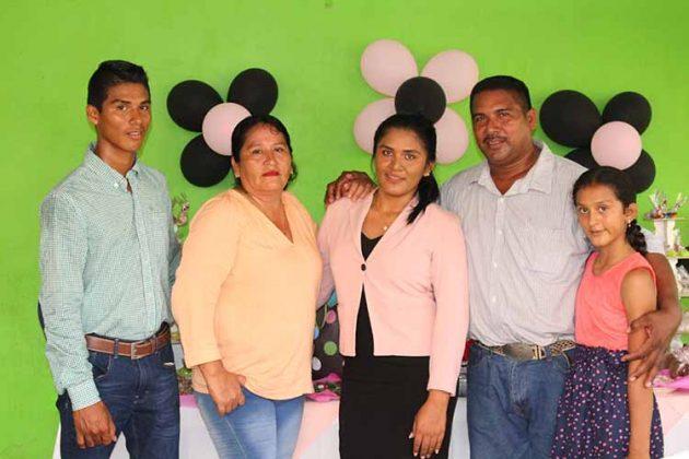 Sandalio Soto, Francelia García, Brenda, Cesario, Yuliana Soto.