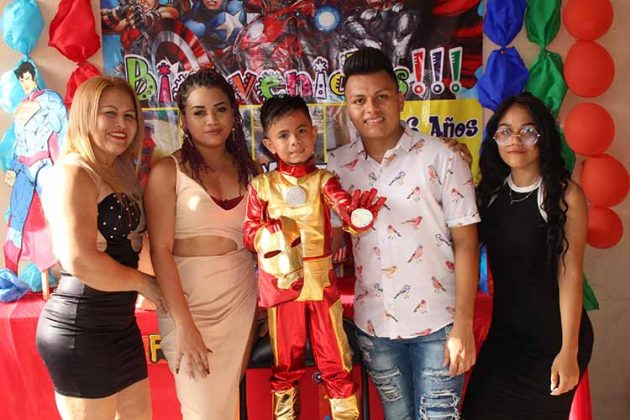 Stephanie Martínez, Yadira Alvarado, Rudy, Rudy, Lissy Carbajal.